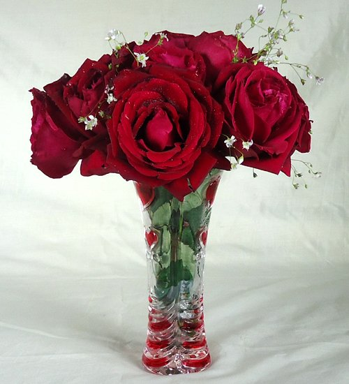 Send Red Rose with Vase to Bangladesh, Bangladesh Newspaper, Bangladeshi gift, send gifts to bangladesh, send gift to bangladesh